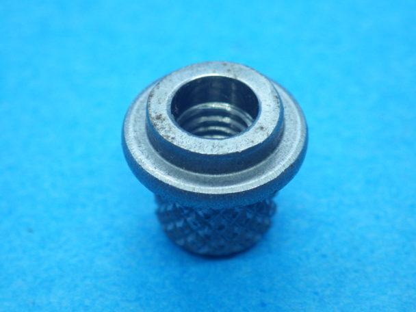 インサートナットの事例①:特注インサートナット(φ6mm×30mm)